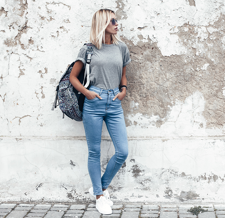 How to Style Your T-shirt with Jeans for Women