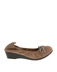 Julz Leather Jeneva Wedge Pump Taupe Seude