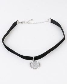 New Look Velvet Ribbon Pendant Choker Black