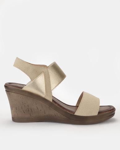 Butterfly feet Macy Wedge Sandal Gold