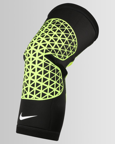 newest 297cd e6e0c Nike Performance Nike Pro Combat Hyperstrong Knee Sleeve Bla