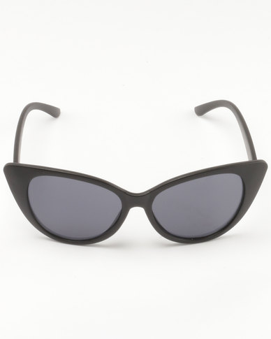 6bd760906e UNKNOWN EYEWEAR Feline Cateye Sunglasses Black