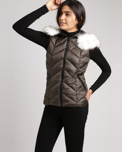 New Look Faux Fur Trim Quilted Gilet Khaki