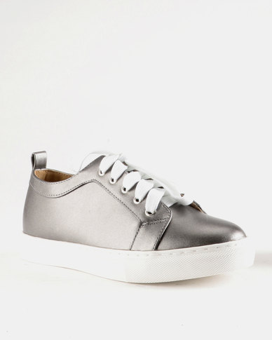 Queue Metallic Lace Up Sneakers Pewter