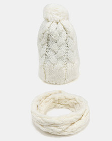 Joy Collectables Chunky Cable Knit Beanie And Scarf Set Beige