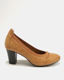 Butterfly Feet Vera Court Heels Tan