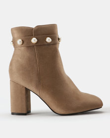 Queenspark Pearl Cuff Ankle Boots Beige