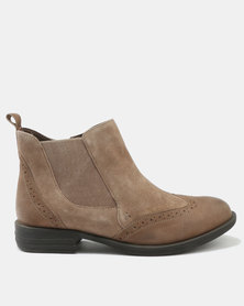 GIA  by Queue BROGUE BOOT TAUPE