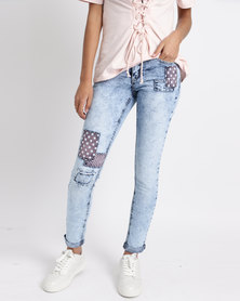 Legit Patch Detail Skinny Jeans Light Wash