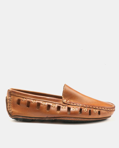 Beaver Canoe Beaver Canoe Bugarri Genuine Leather Cut Out Driver Shoes Tan clearance footaction QraTkbuVS6