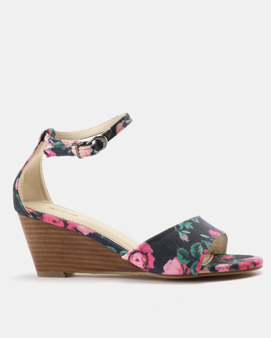 Queue Ankle Strap Sandal On Leather Stack Wedges Navy Print