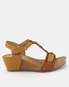 Butterfly Feet Syeda Wedge Sandals Tan