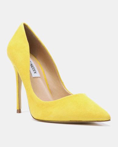 c3e377b3110 Steve Madden Daisie Heels Yellow Suede