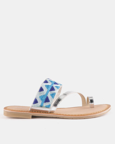 Queue Leather Toe Post Sandals With Printed Detail Silver