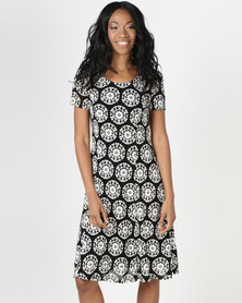 Queenspark Mosaic Print Fit & Flare Knit Dress Black/White