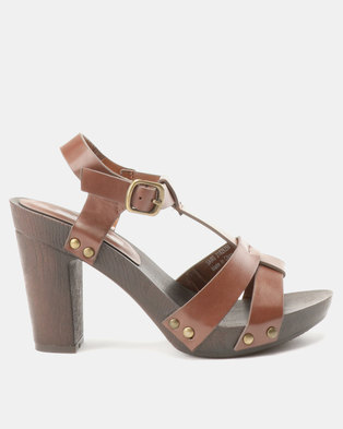 d0813b03be0 Franco Ceccato T Sandals On Wooden Unit Tan