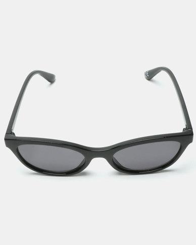 657265332b New Look Mini Short Frame Cateye Sunglasses Black