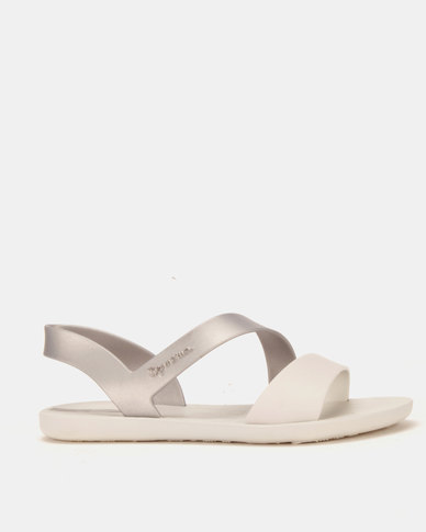 4ef8c84ef017 Ipanema Vibe Sandals Fem Grey  Silver