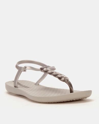 b753582904a0b1 Ipanema Charm VI Sandals Fem Grey Silver