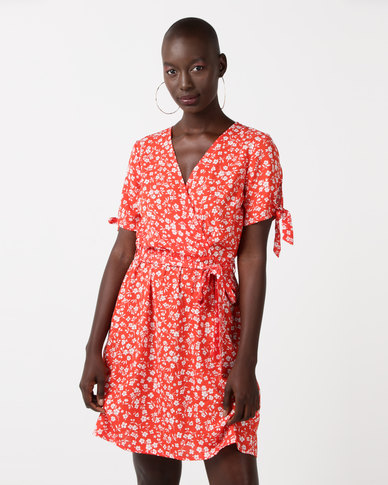 32e5f53e6a New Look Ditsy Floral Print Wrap Dress Red