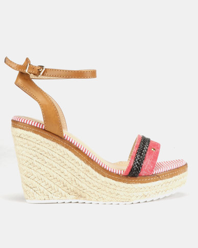 Miss Black Success Wedge Sandals Red