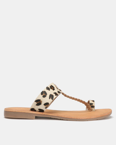 Queue Leather Toe Post with Animal Strap Sandals Gold/Leopard