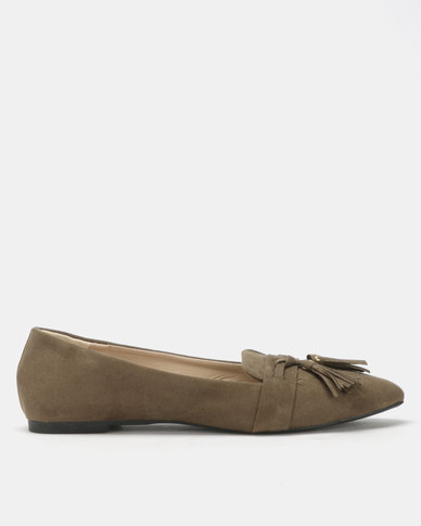 Legit Pointy Loafers with Embellished Tassels Fatigue