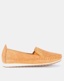 Butterfly Feet Cordelia2 Slip On Shoes Tan