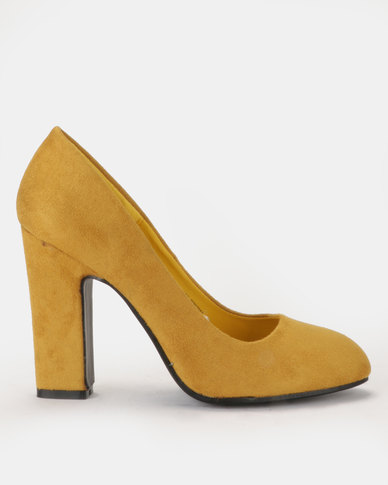 Block heel round toe court shoe Mustard