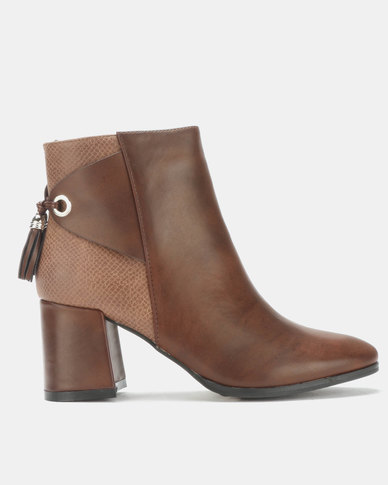 Queenspark High Heel Ankle Boot with Tassel Detail Tan
