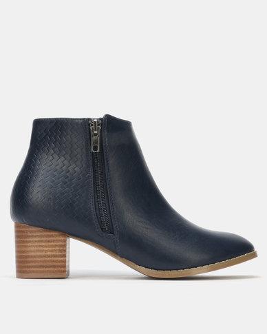 SOA Ellen Boots Navy
