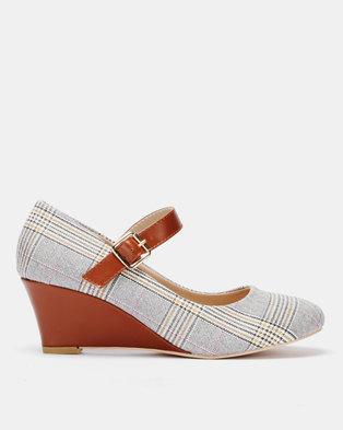a1fbe17de280 Butterfly Feet Eleanor Wedges Tan