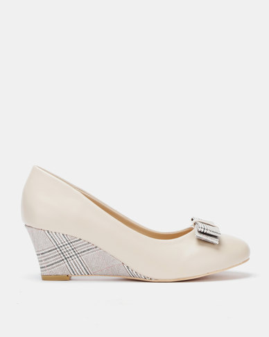 Butterfly Feet Zandie Wedge Beige