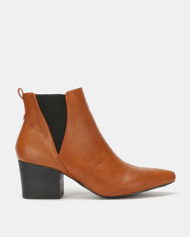 Utopia Pointy Gusset Boots Tan