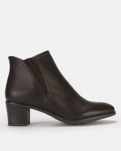 Butterfly Feet Harlow 2 Ankle Boots Choc