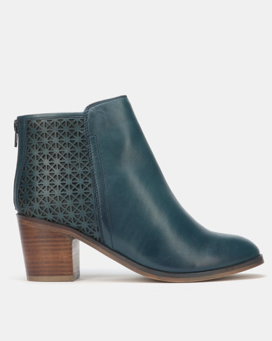 Queue Heeled Ankle Boots Navy