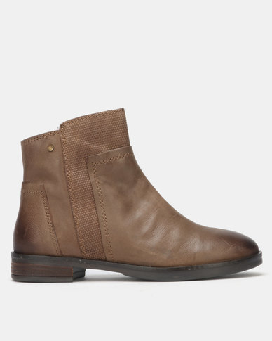 Queue Flat Ankle Boots Taupe