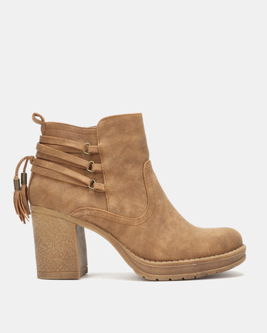 Franco Ceccato Heeled Ankle Boots Natural