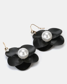 Queenspark Black Flowered Earring With A Pearl