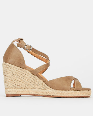 Butterfly Feet Brogan Wedges Taupe