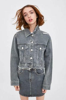 WASHED FABRIC  CROPPED DENIM JACKET WITH FRAYED HEM DETAIL