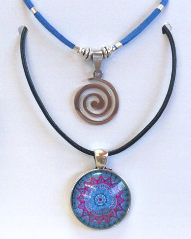 Abarootchi Paired Mandala necklace Blue & pink with Spiral