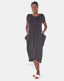 Famous Julie loose pocket dress in Black