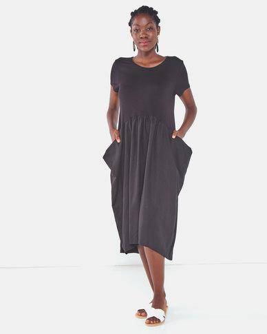 Famous Julie loose pocket dress in Black