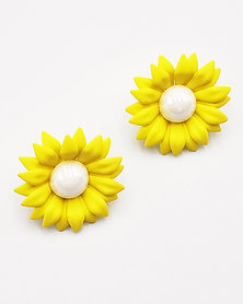 Karmiessentials Colourful Pearl Stud Earrings Yellow