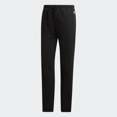 STYLING COMPLEMENTS HIGH-RISE PANTS
