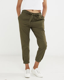 Levi's® Women's Belted Jet Set Joggers