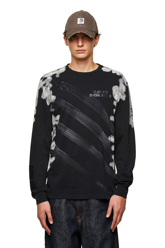 Treated long-sleeve T-shirt with prints