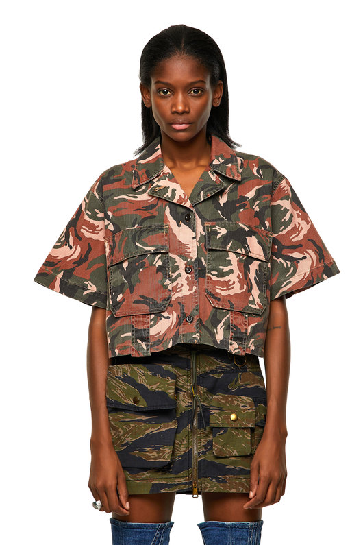 Cropped shirt with camo print