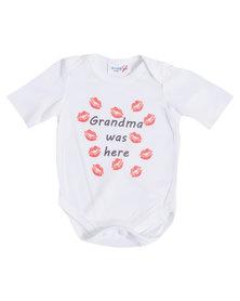"""Moederliefde """"Grandma was here"""" Short Sleeve Baby Bodyvest"""